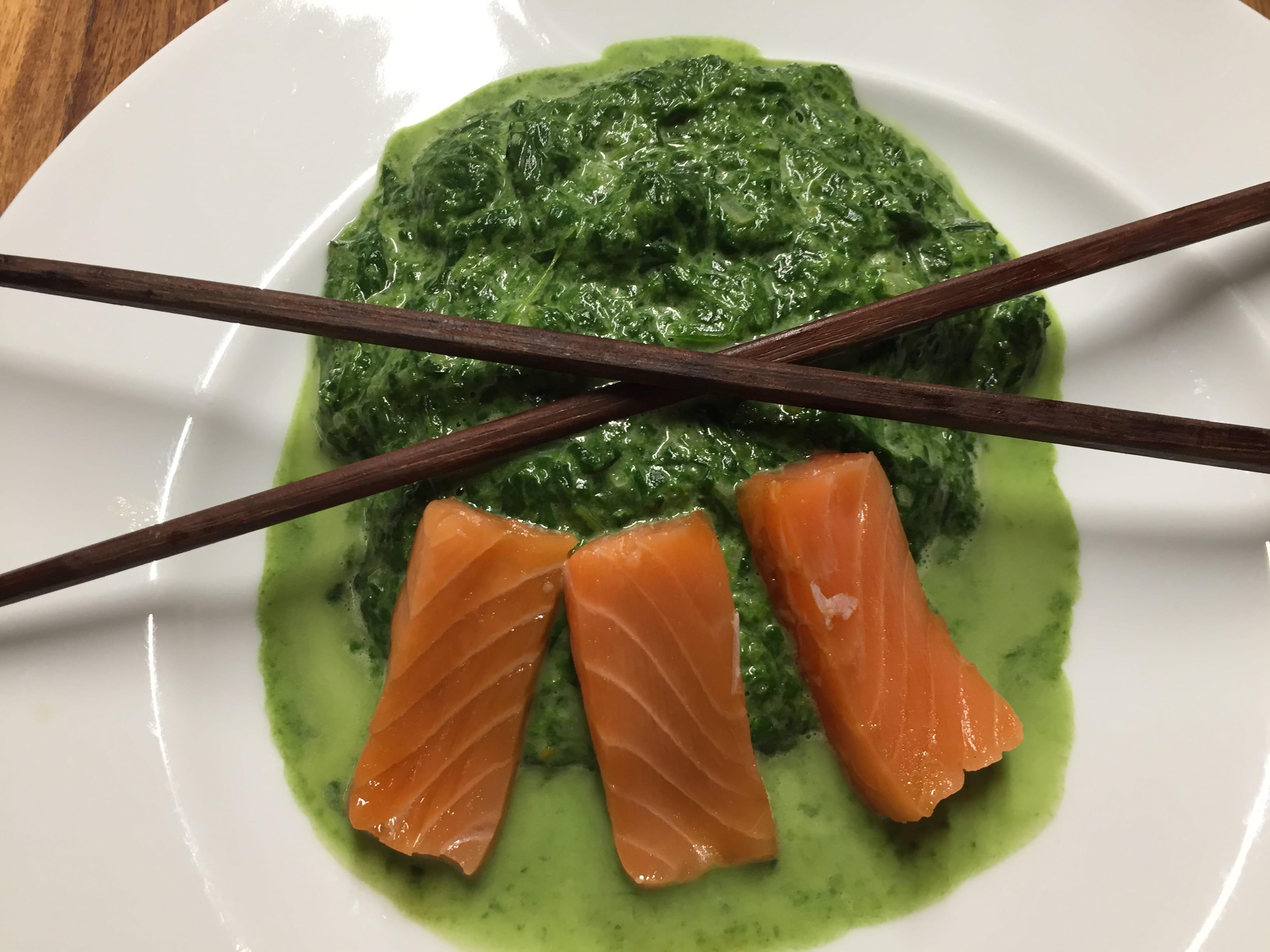 autoimmunhilfe-rezepte-spinat-mit-dem-blubb-mit-sashimi-vom-lachs