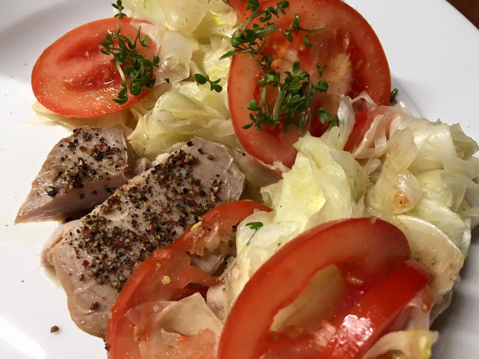 autoimmunhilfe-rezepte-thunfisch-mit-fenchel-tomatensalat