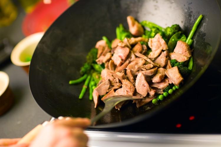 Gesund kochen mit Gemüsepfanne mit Fleisch